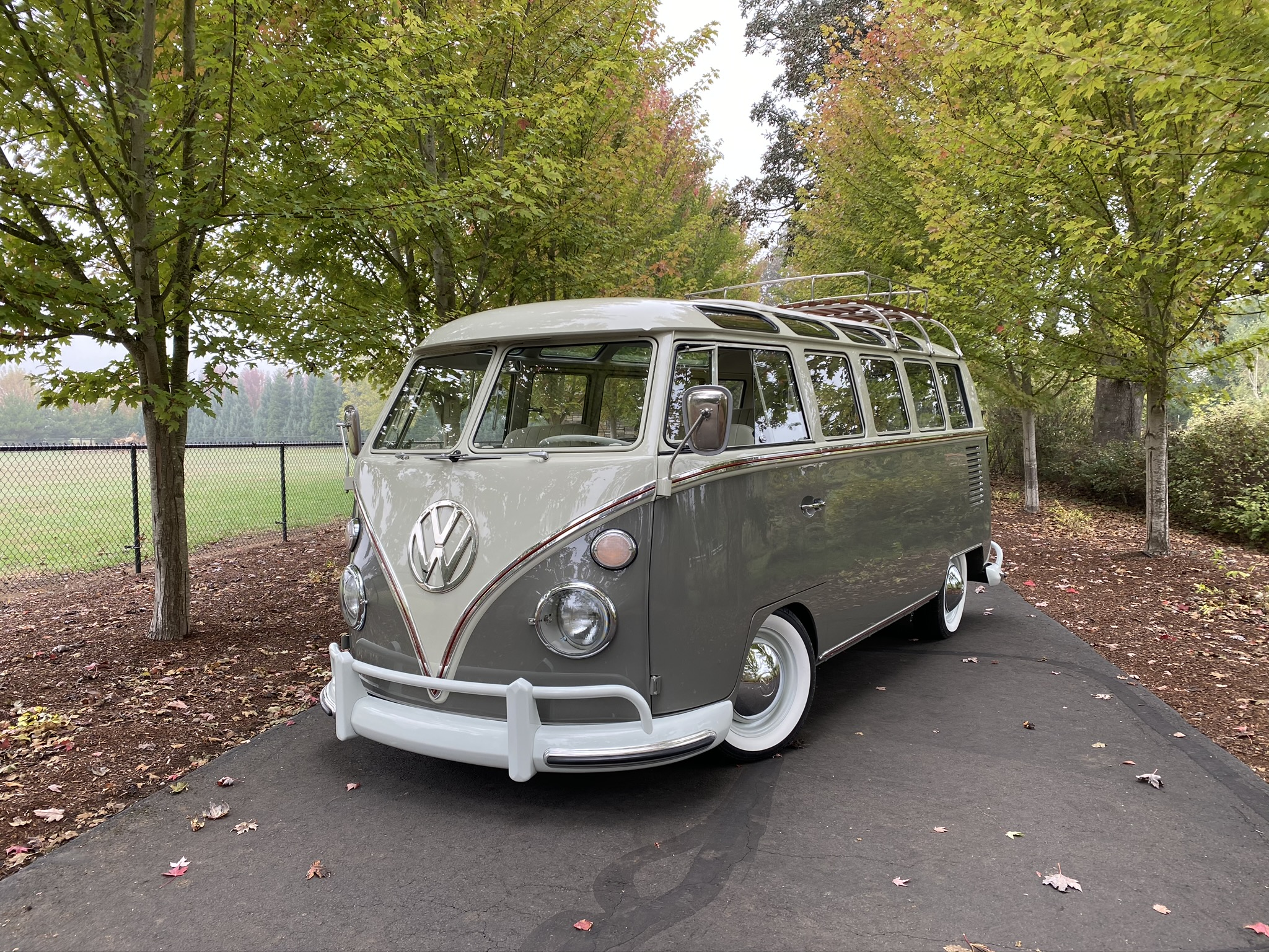 1964 Volkswagen 21 Window Deluxe Bus