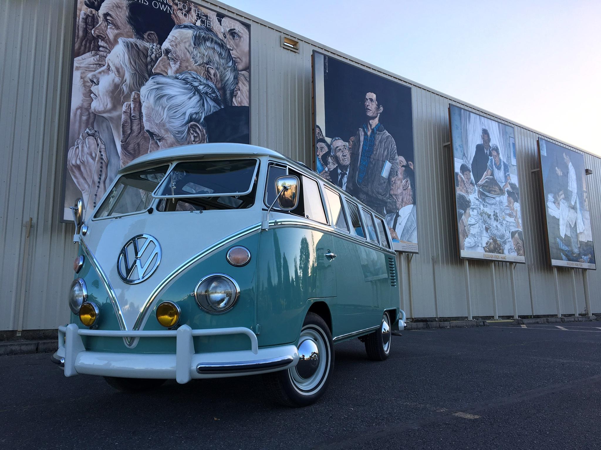 1966 21 Window Deluxe Microbus Samba
