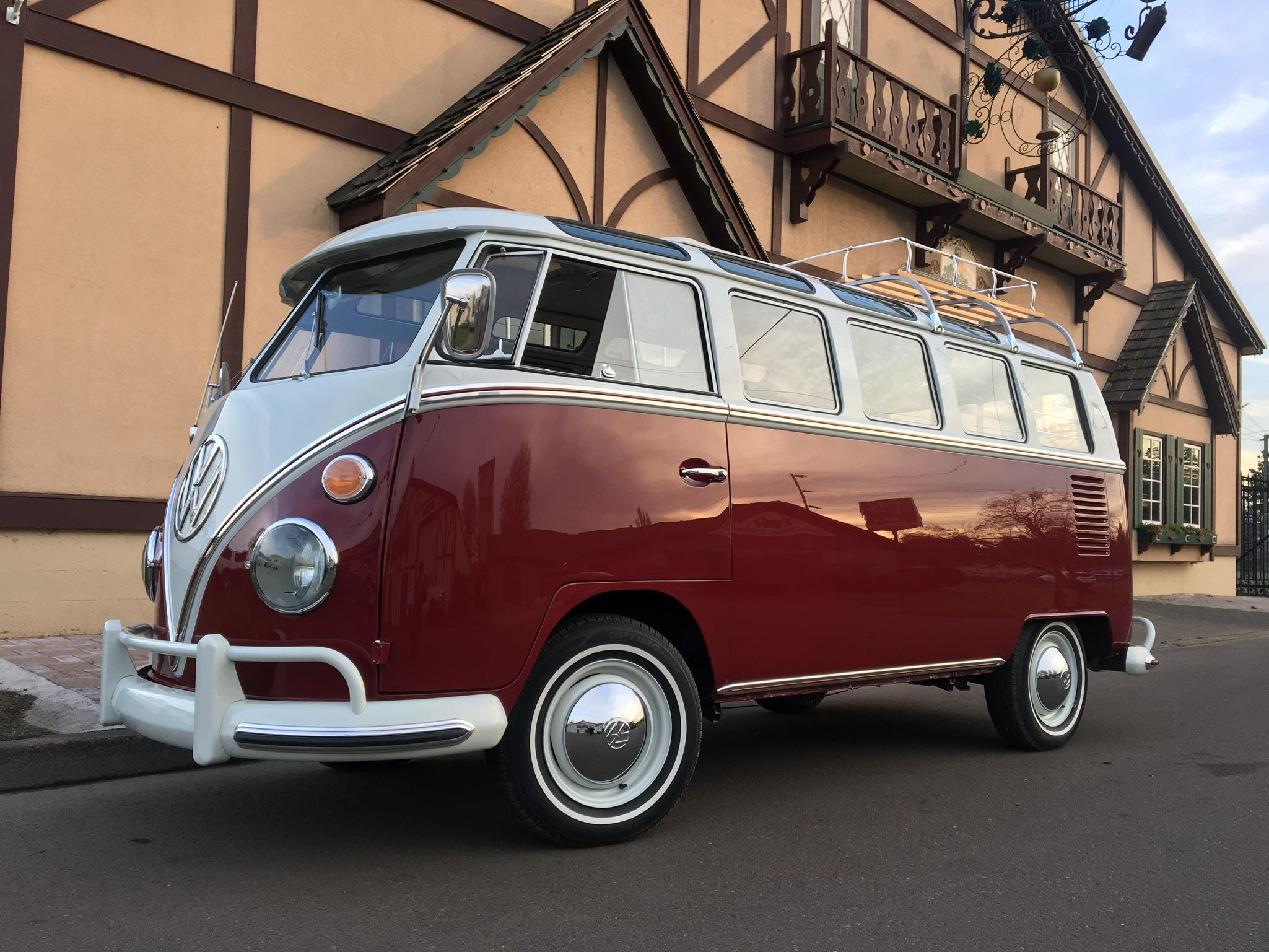 Volkswagen VW 21 Window Deluxe Samba Bus