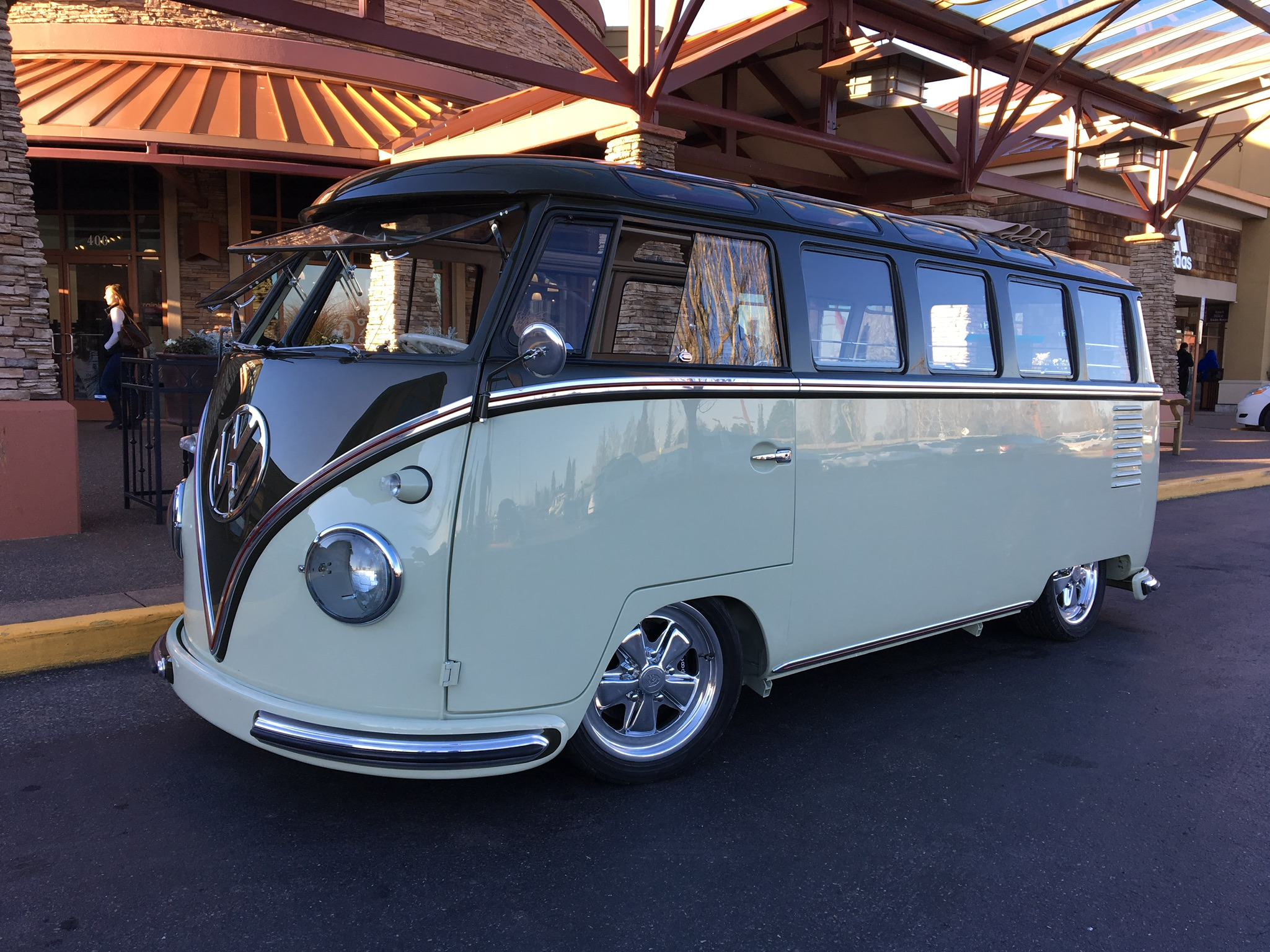 23 Window AirRide Suspension Custom Bus